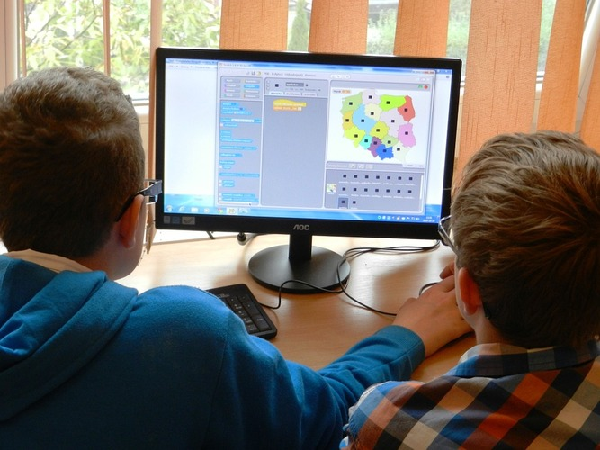 Онлайн уроки основным школьной программы по предметам
